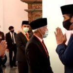 Beri Bintang Jasa Kepada Fahri dan Fadli, Presiden Jokowi: Inilah Demokrasi