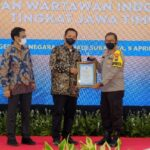 Kapolda Jatim Terima 'Special Award' PWI Jatim Award
