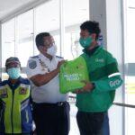 Kemenhub Gelar Vaksinasi untuk Pengemudi Ojol dan Truk di Makassar